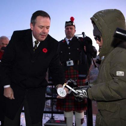 Premier Kenney okazuje wspaniały przykład przywództwa, łącząc Albertianów i wszystkich Kanadyjczyków w Novemmber 11 2