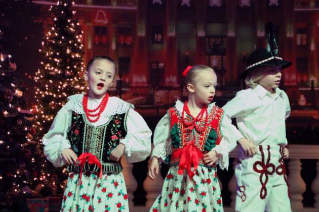 Artyści z zespołu Mazovia dali wspaniały występ, który publiczność nagrodziła owacjami na stojąco. 4