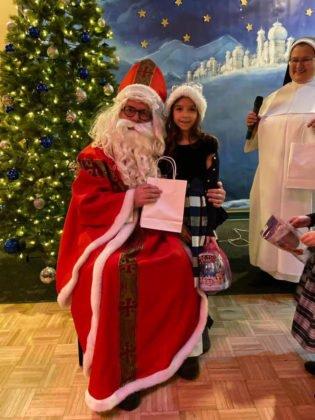Spotkanie dzieci ze świętym Mikołajem w sali parafialnej przy Polskim Kościele 2019 7