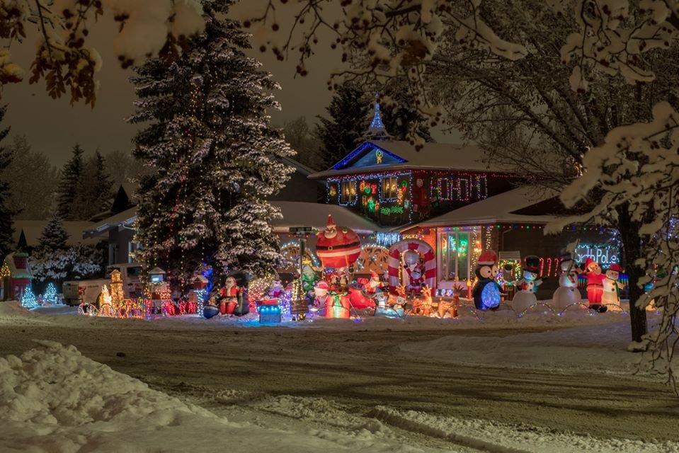 W najkrótsze i najciemniejsze dni roku świąteczne światełka nadają blasku Calgary. 3
