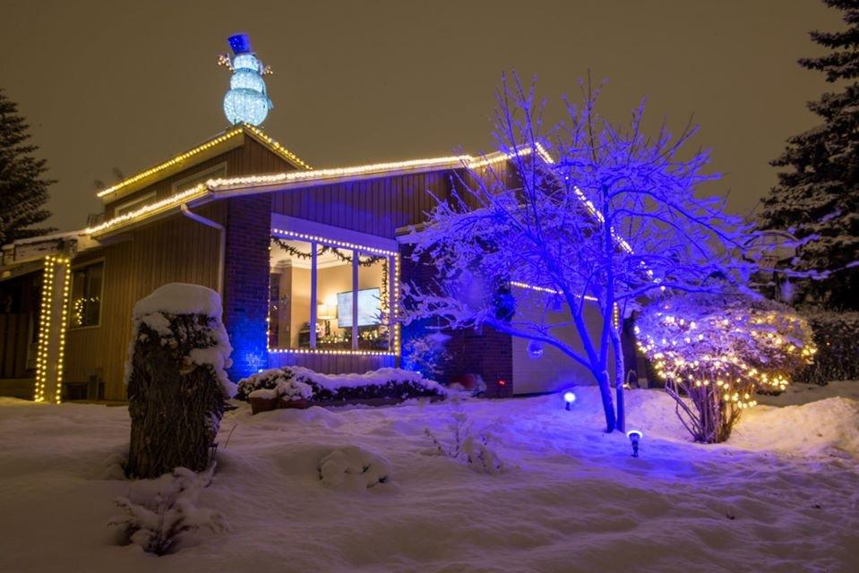 W najkrótsze i najciemniejsze dni roku świąteczne światełka nadają blasku Calgary. 1