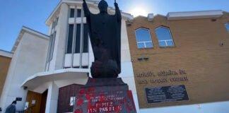 Profanacja pomnika JP2 w Edmonton